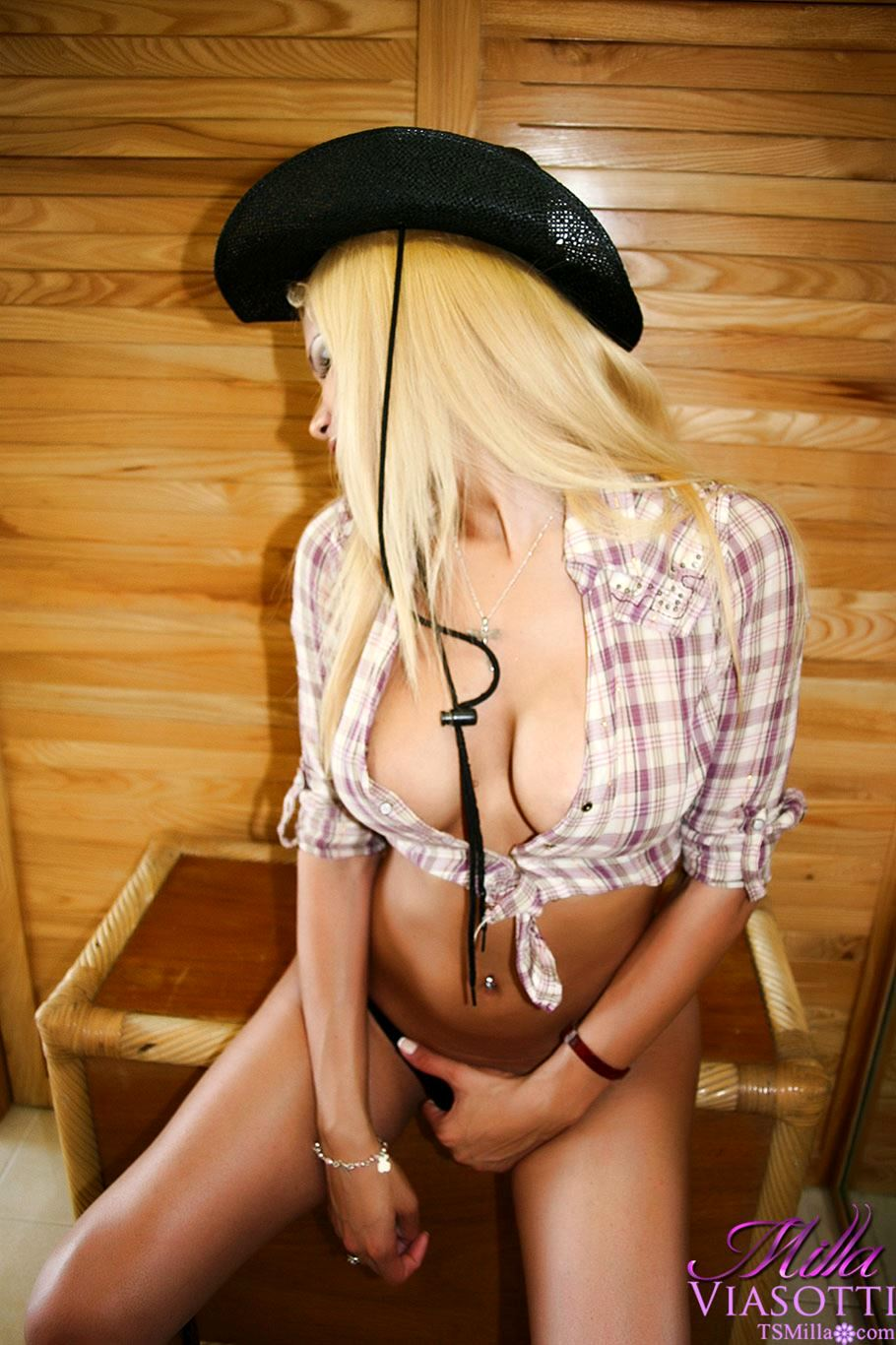 A Naughty T-Girl Showing Her Bigs Breasts And Shedick