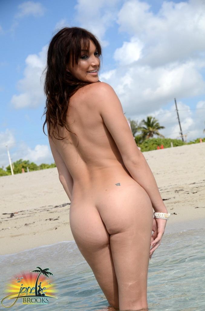 Alluring T-Girl Jonelle Posing On The Beach