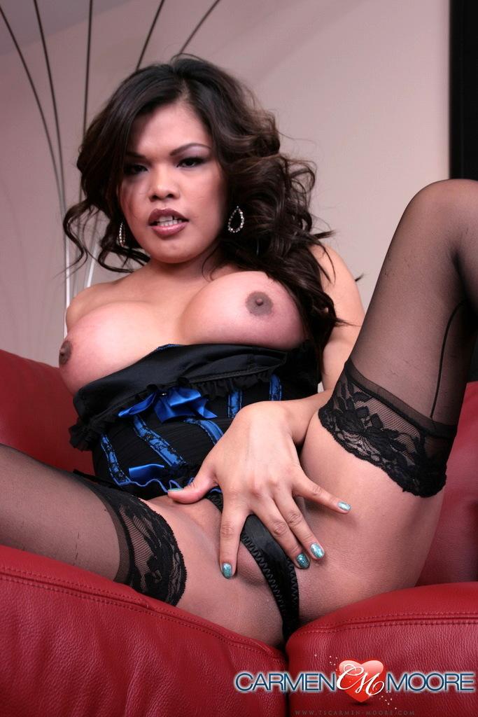 Arousing T-Girl Carmen Spreading Her Innocent Butt Wide Open