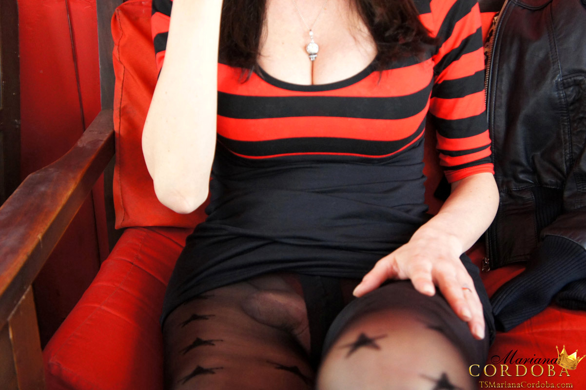 Busty Yummy Femboy Playing With Her Icecream While Being Erect