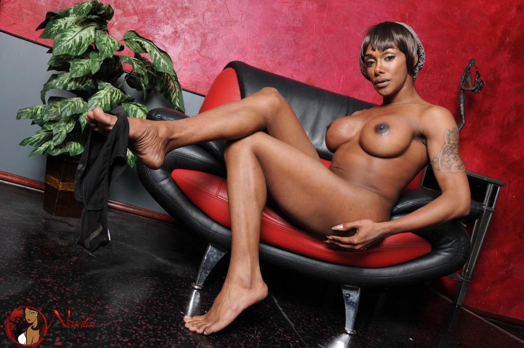 Ebony Natalia Spreads And Wanks