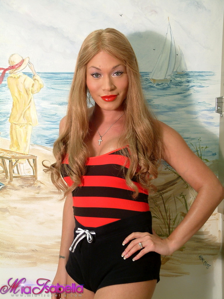 Famous TGirl Mia Isabella Posing In Sauna