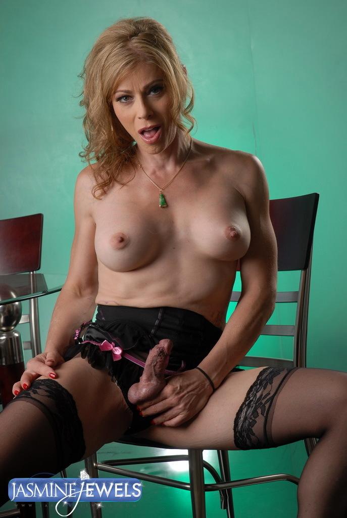 Sexy TMILF Jasmine Toying Her Wet Ass