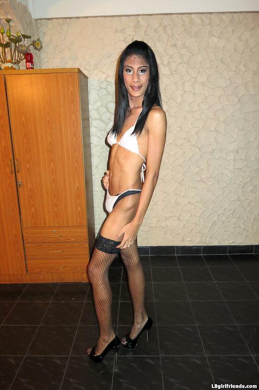 Hung Shemale Bargirl Bew Barebacks With Customer