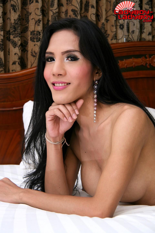 Ja Works At Poker Bar, Soi 8, Pattaya. Thin Girl, The Bigges