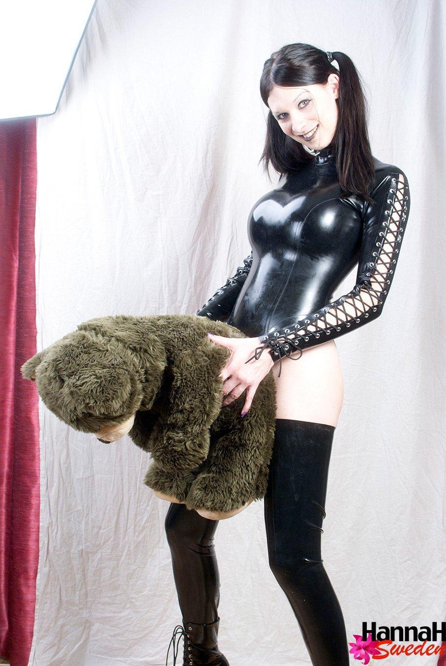 Fetish T-Girl HANNAH SWEDEN In Latex Spanking Her Bear