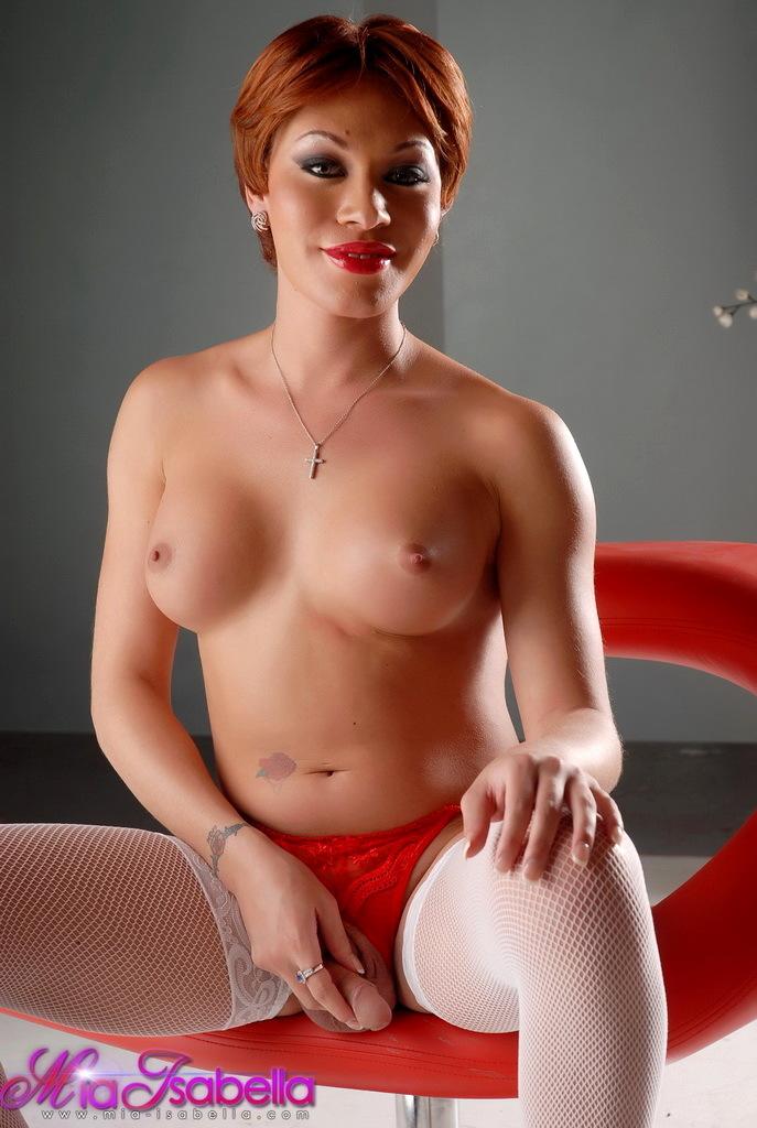 Kissable Tgirl Mia Isabella Posing In Provocative Stockings