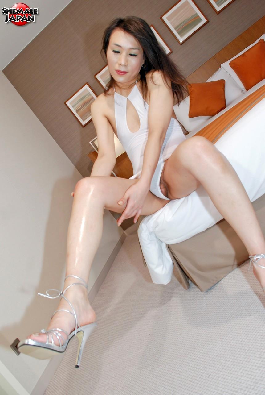 Korean Transexual Shows Us Off Her Flirtatious Legs And Feet