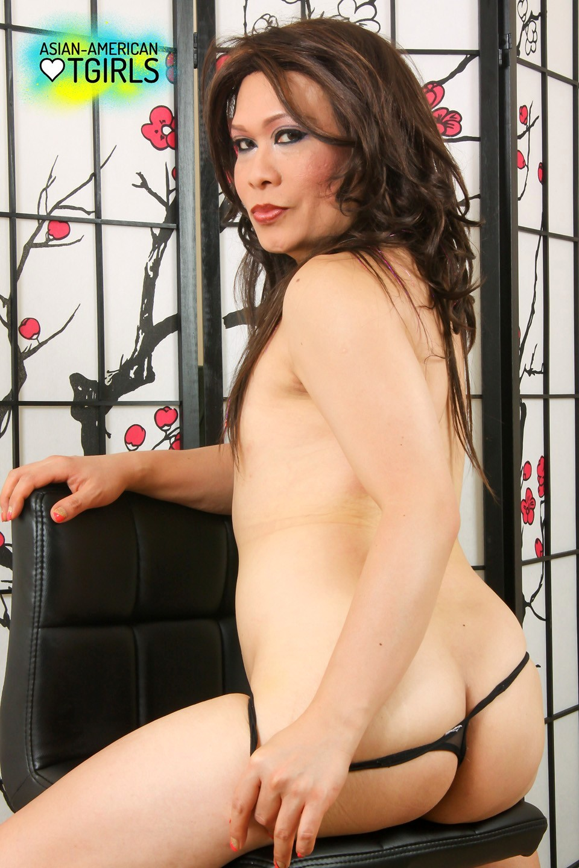 Mai Lee A Gorgeous T-Girl Likes