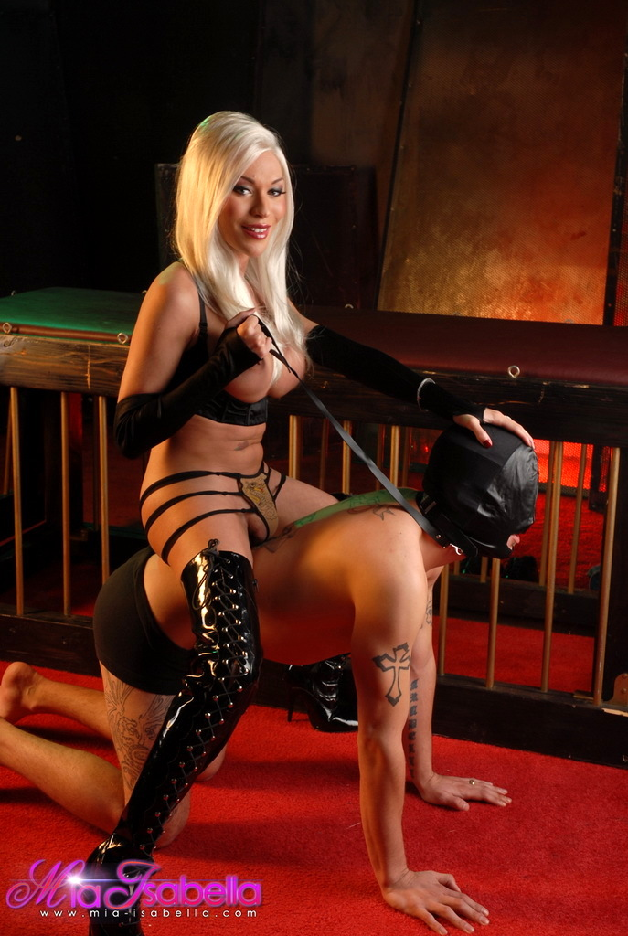 Marvelous TS Mia Isabella Playing With Her Slave