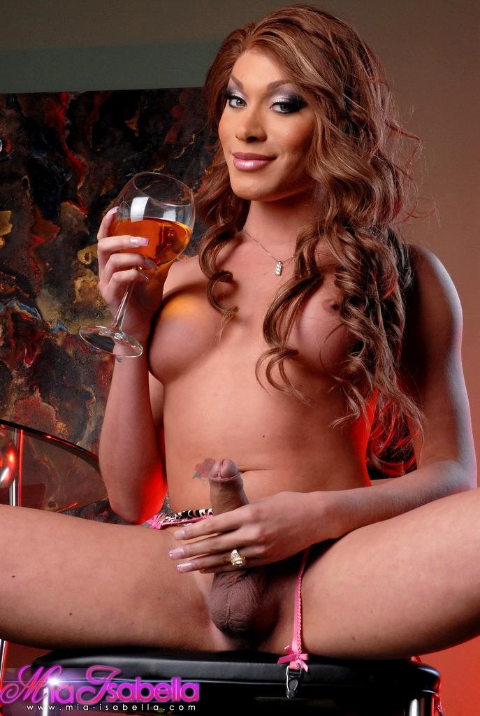 Nasty TGirl Hottie Mia Isabella Just Desires To Expose Her