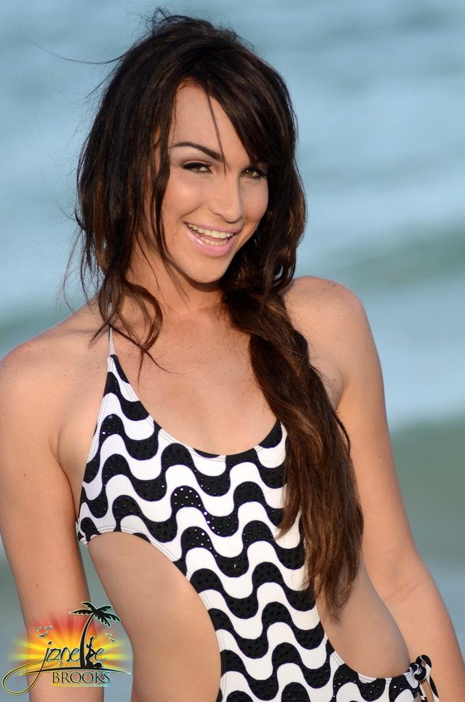 Perfect Jonelle Posing On The Beach