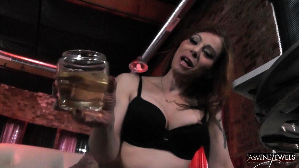 Slutty Jasmine Wanks And Pees