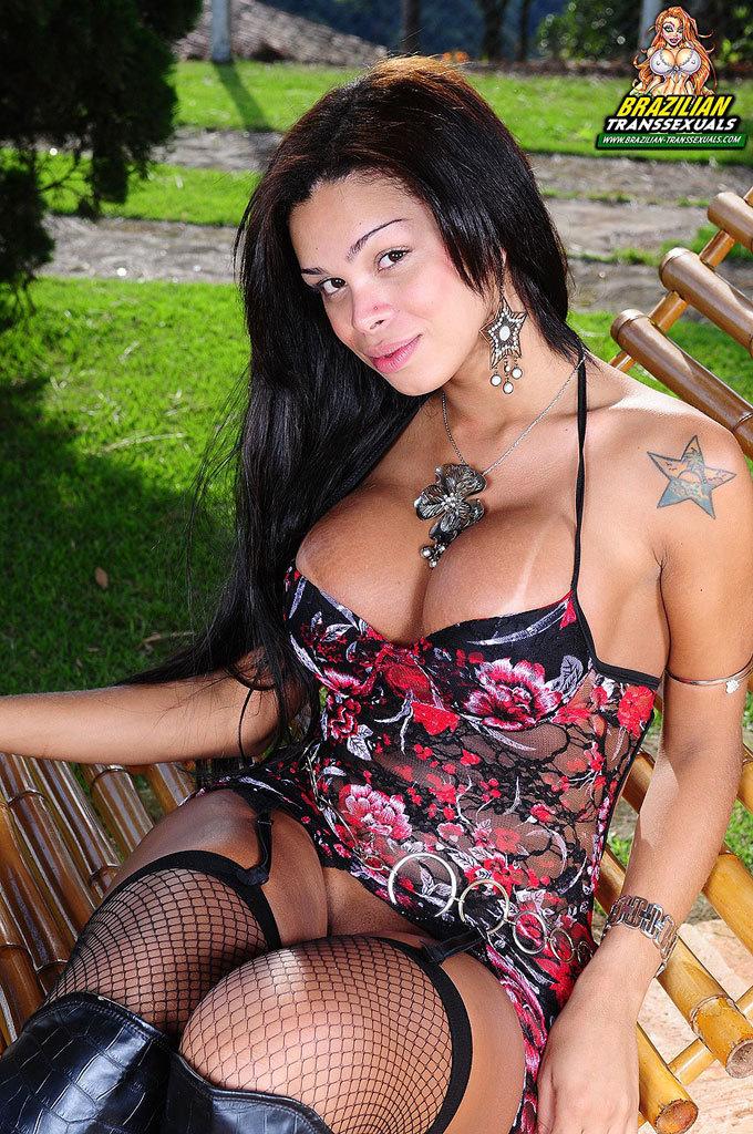 Smoking Inviting Brazilian Ladyboy Babe!