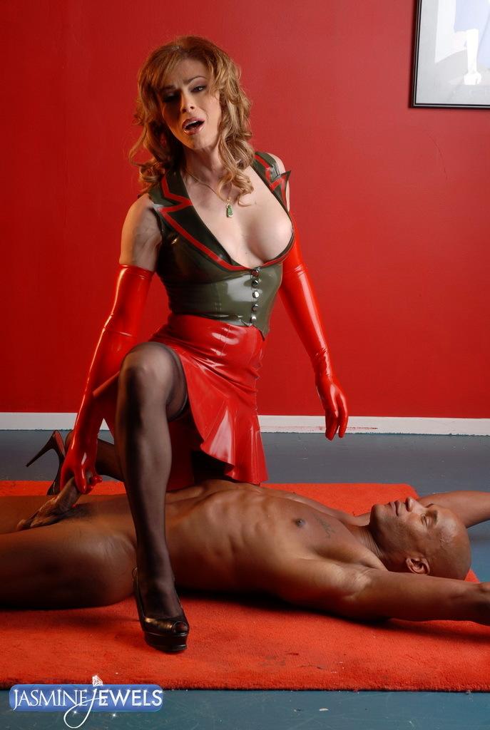Spicy Jasmine Jewels Posing In Inviting Latex Costume