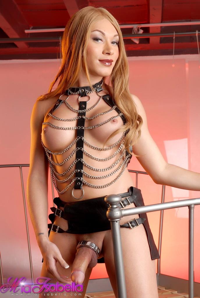 Super Titillating Mia Isabella Posing As A Kinky Mistress