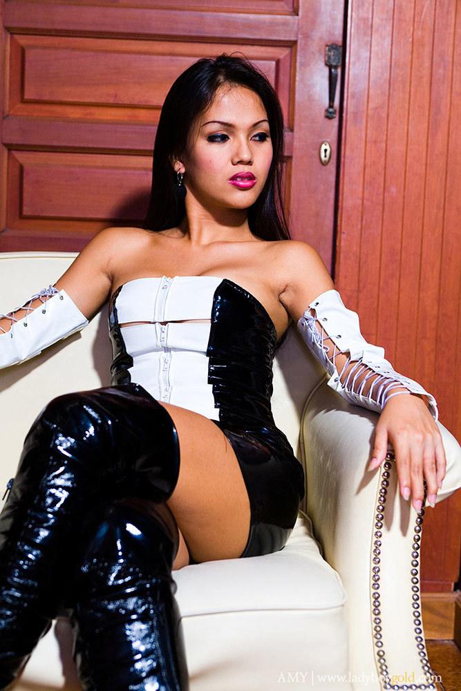 T-Girl Amy Flashes Her Black Boots And Tight Provoking Skirt