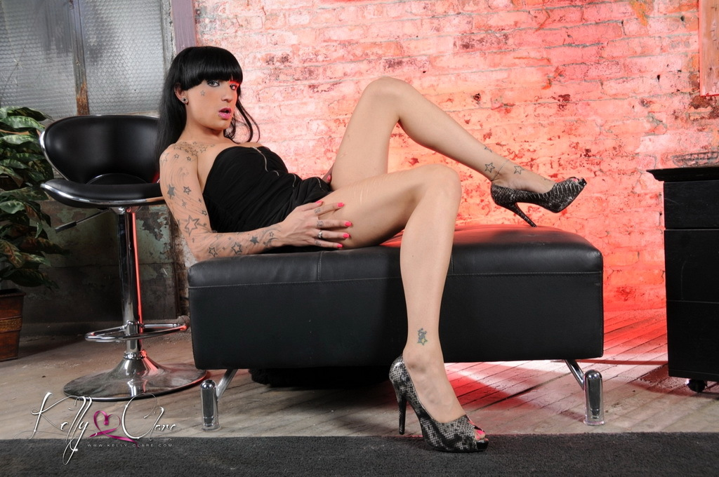 TS Kelly Strips Wanks Her Big Penis