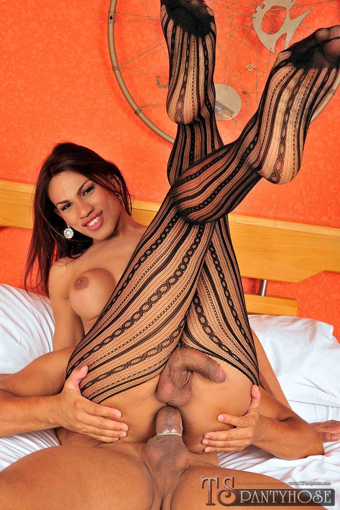 Sensuous Pantyhose Clad T-Girl Gets Enormous Dick
