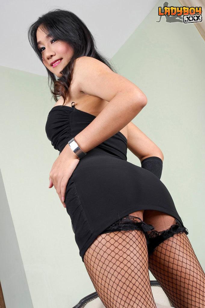 Yaya Is 28 Years Old. She Has Huge Attractive 36c Breasts. She Like